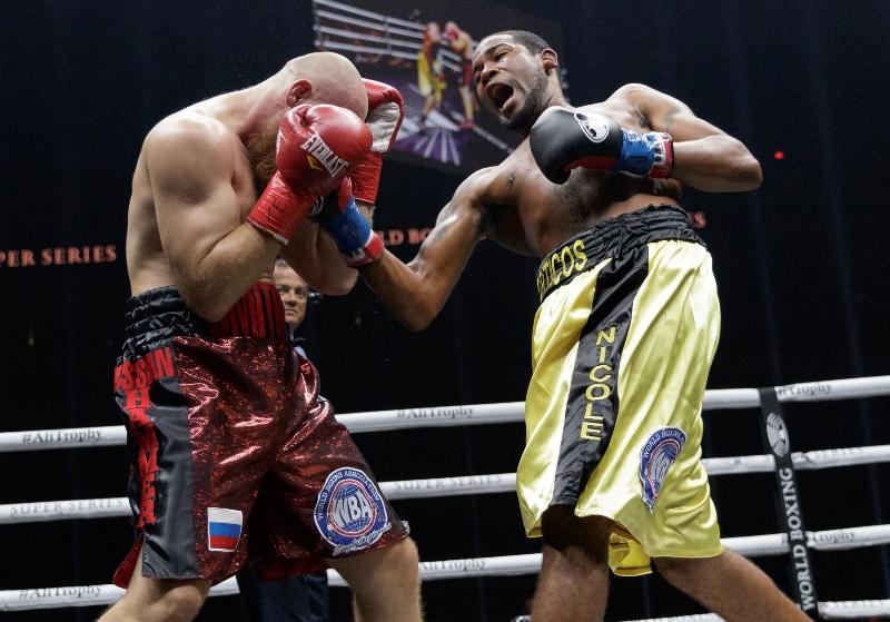 Yunier Dorticos vs. Dmitry Kudryashov (photo courtesy - Francisco Perez/Ringstar Sports)