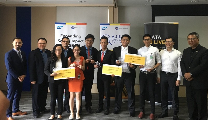ASEAN Data Science Explorers National Finals 1st place winners, Miguelito Tolipas and Alexis Glenn Espina (Team VizziePeople) from UP Diliman; 2nd place winners, Adelyn Labine and Laurenth Krishte Roxas (Team Neophyte) from Malayan Colleges Laguna; and 3rd place winners, Jay Mark Butalon and Tristan Gabriel Bal from Mapua University School of Information Technology; together with, representative of the ASEAN Foundation, and the guest panelists/judges: Carlos Mayorico Caliwara, Secretary of Department of Information and Communications Technology (DICT); Mark Rivera, Vice President of Philippine Young Entrepreneurs Association (PYEA); Dr. Josefe Santarita of University of the Philippines; and Reynaldo Parangas,Customer Solution Director of SAP Philippines; during the awarding ceremony of the competition held recently at the SAP Philippines office in Makati City.