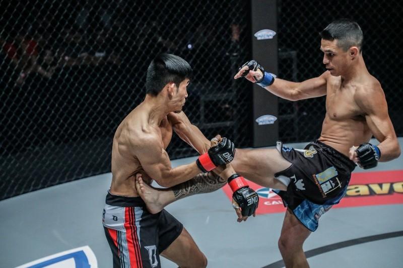 Anatpong Bunrad vs Reece Mclaren (ONE Championship photo)