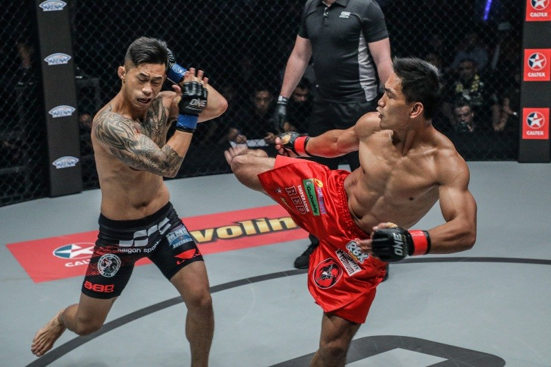 Eduard Folayang vs Martin Nguyen (ONE Championship photo)