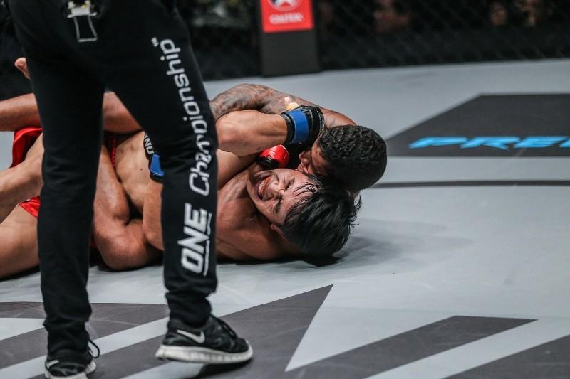 Adriano Moraes vs Danny Kingad (ONE Championship photo)