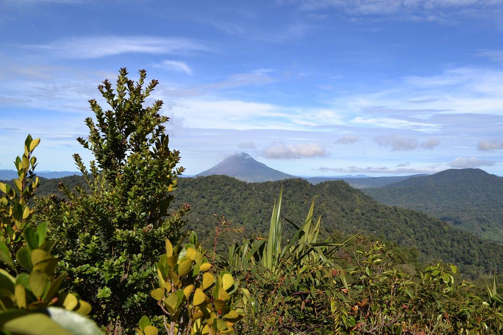 Indonesia volcano in 'biggest' eruption