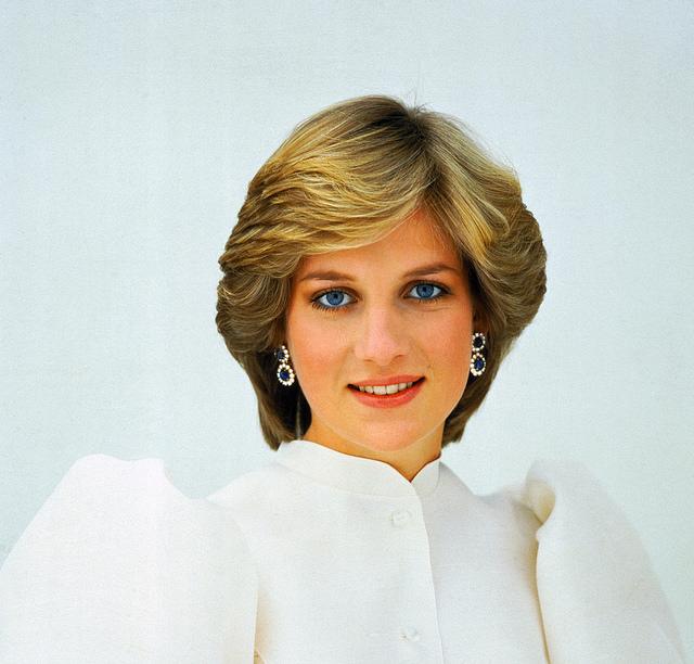 Princes William and Harry chose sculptor for Diana statue