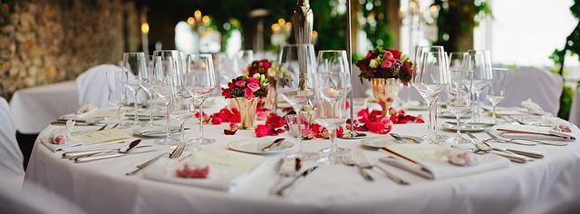 Hotel Dining (Pixabay)