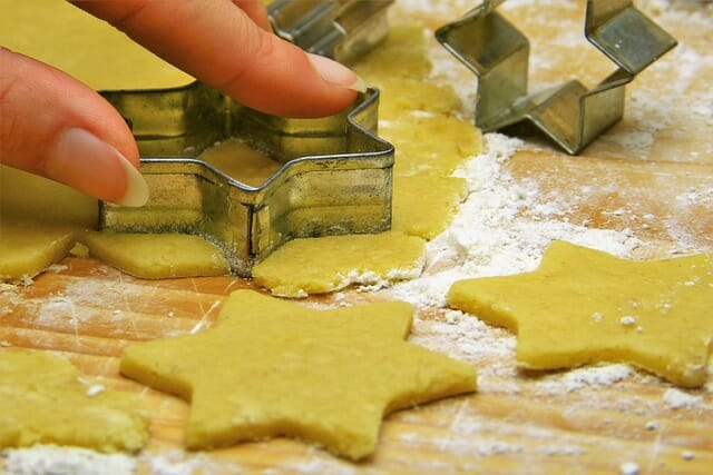 Teacher cuts finger, still wins Food Network cookie contest