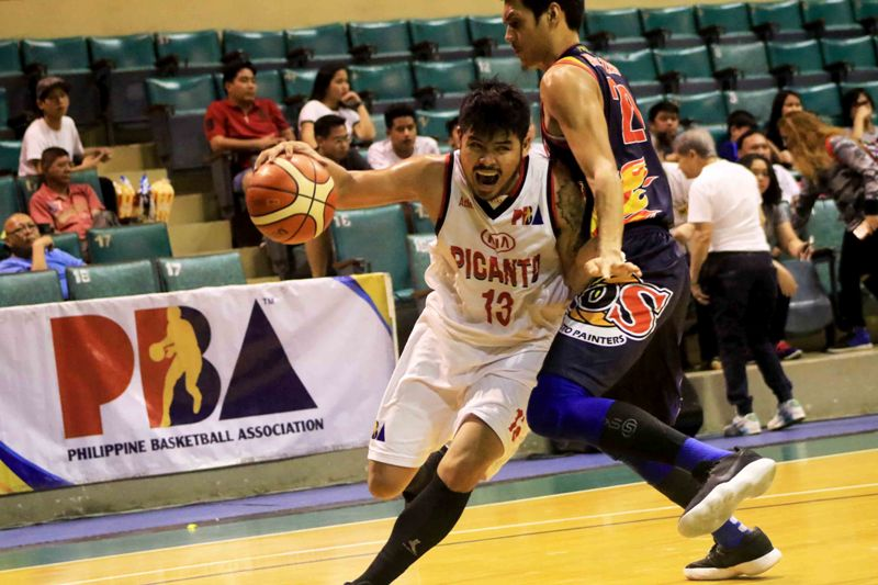 Eric Camson of Kia Picanto drives in against Raymond Almazan of the Rain or Shine Elasto Painters (photo by Peter Baltazar)
