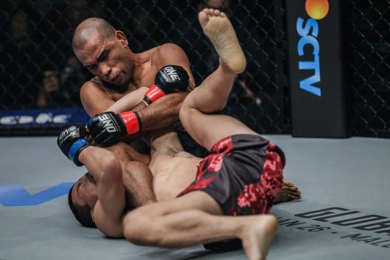 Rene Catalan vs Peng Xue Wen (ONE Championship photo)