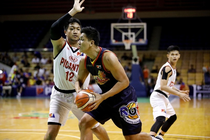 Prince Caperal (12) guards Jewel Ponferada of the Rain or Shine Elasto Painters. Caperal is now a member of Barangay Ginebra. (PBA Images)