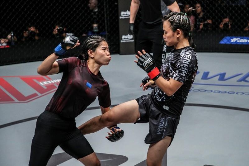 Bozhena Antoniyar vs Shwe Sin (ONE Championship photo)
