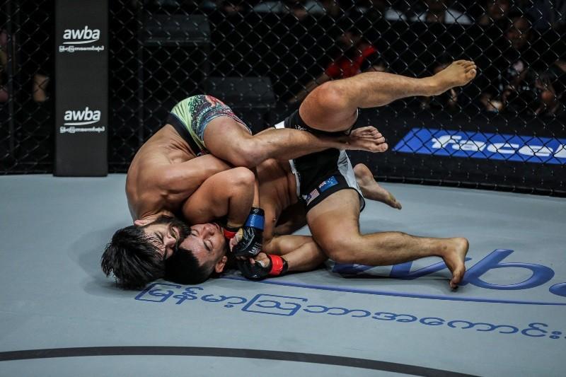 Ev Ting vs Ariel Sexton (ONE Championship photo)