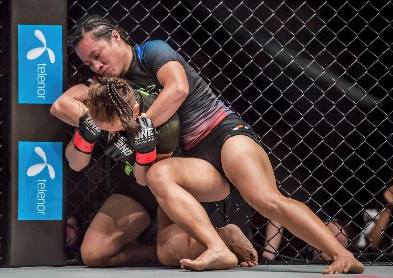 Krisna Limbaga vs Priscilla Hertati Lumban Gaol (ONE Championship photo)
