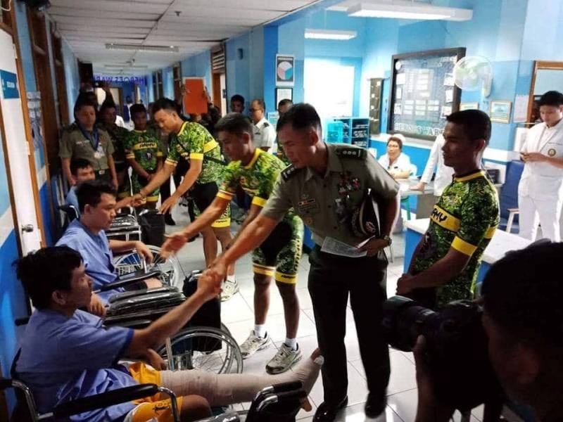 Colonel John Divinagracia (far right) joins members of the Philippine Army-Bicycology Shop in donating 10 new wheelchairs at the Armed Forces of the Philippines Medical Center in V. Luna, Quezon City.