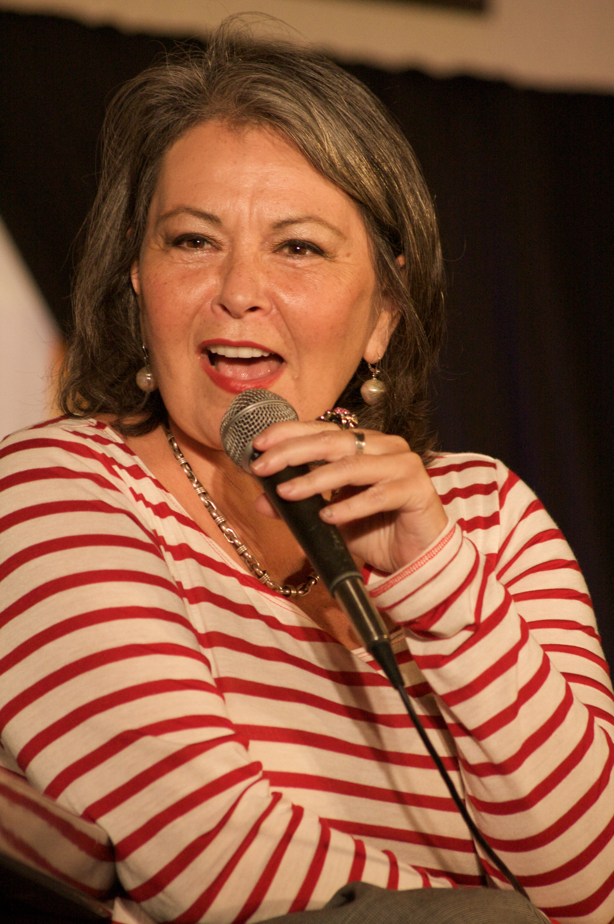 Roseanne Barr's Hitler photos from 2009 resurface; 'Roseanne' producer urges viewers to ignore 'background noise'