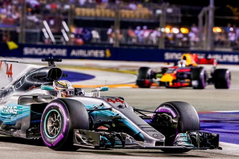 Lewis Hamilton leads Daniel Ricciardo