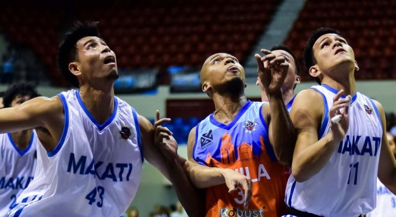 Jeckster Apinan and Cedric Ablaza of Makati try to sandwich Marvin Hayes of Manila as they prepare to go for a rebound.
