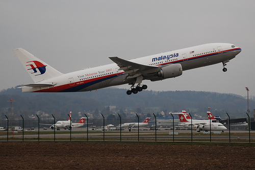 Malaysia aviation chief quits over MH370 report