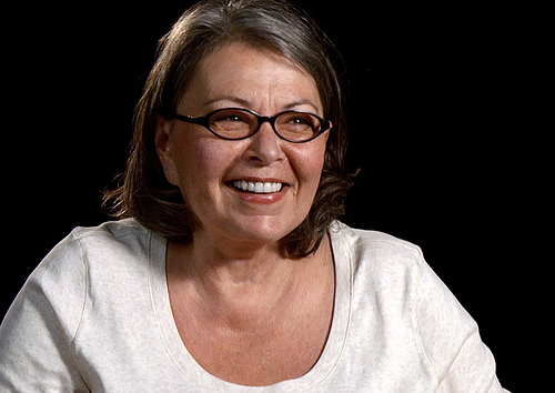 Roseanne Barr apologizes for racist tweet