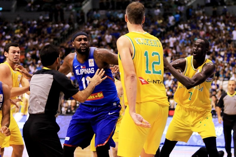 Gilas Pilipinas Center Andray Blatche goes after Daniel Kickert during the PH vs. AUS FIBA match (photo by Peter Paul Baltazar)