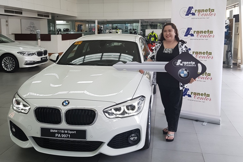 Catherine Chung is all smiles as she receives the ceremonial key to the brand new BMW 118i M sport car she won from Araneta Center and partners BMW, Petron, and Purefoods Tender Juicy.