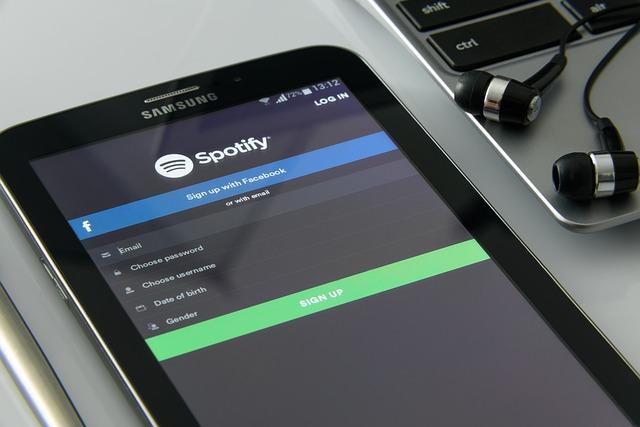 Samsung Electronics profit dips as phone sales fall