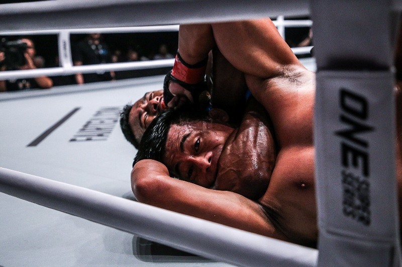 Honorio Banario vs Amir Khan (ONE Championship photo)