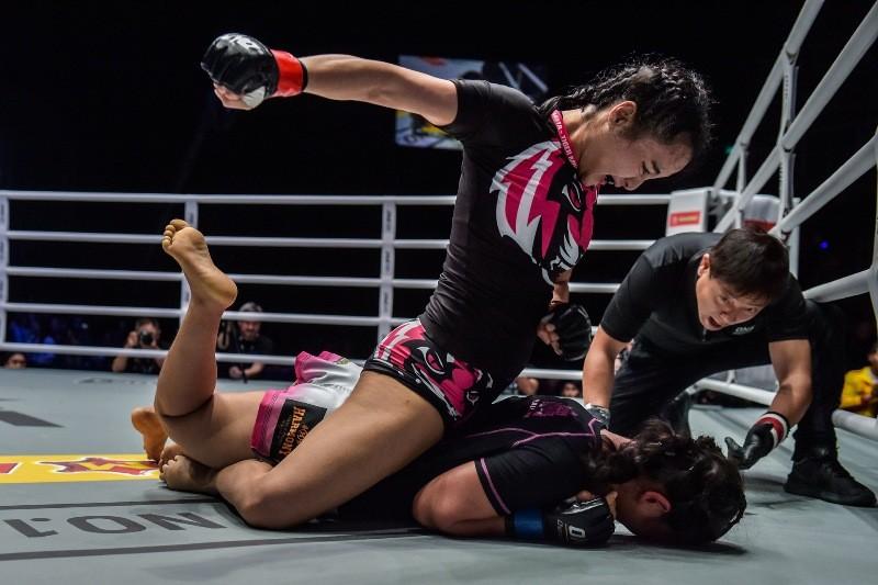 Rika Ishige vs Bozhena Antoniyar (ONE Championship photo)
