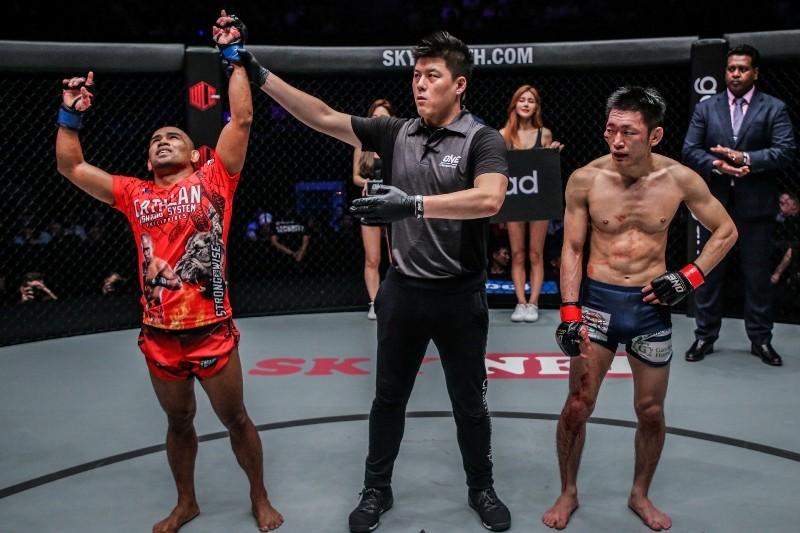 Rene Catalan of the Philippines won over Yoshitaka Naito of Japan at ONE: Reign of Valor (ONE Championship photo)