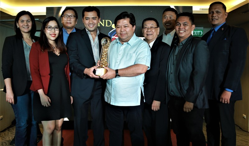 In photo are Mayor Remollo (center), along with the city officials and department heads, receiving the award with DOT Central Visayas regional director Shalimar Hoffer Tamano.