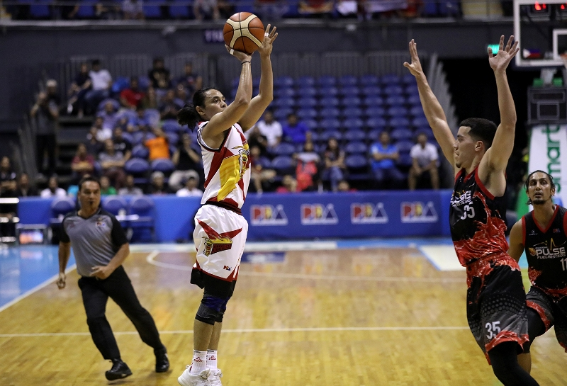 Terrence Romeo vs. Matthew Wright (PBA Images)