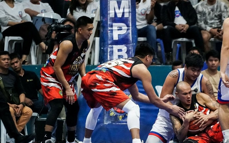 Mark Yee of Davao Occidental dives for the loose ball against Larry Muyang of San Juan as their respective teammates look on.