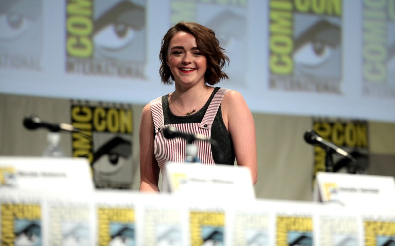 1599px-Maisie_Williams_SDCC_2014