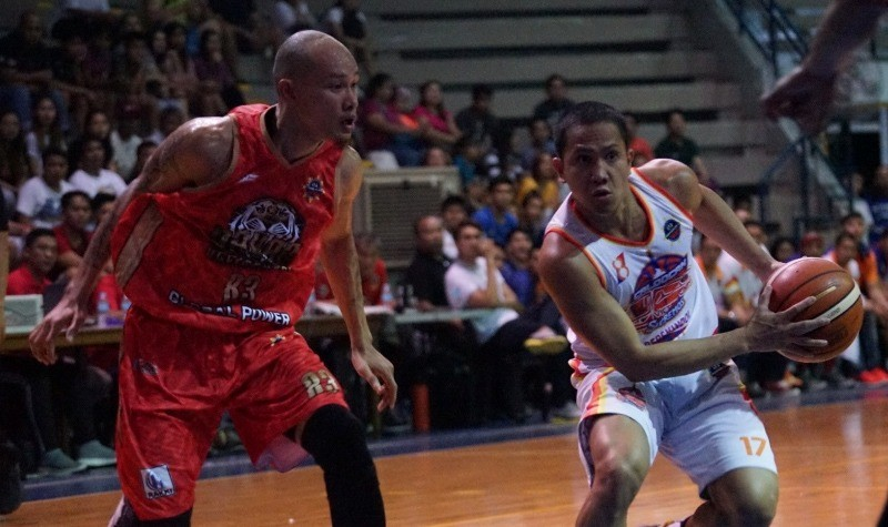 Mark Yee and Almond Vosotros (MPBL photo)