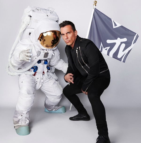 Comedic powerhouse Sebastian Maniscalco to host the 2019 MTV 'VMAs'