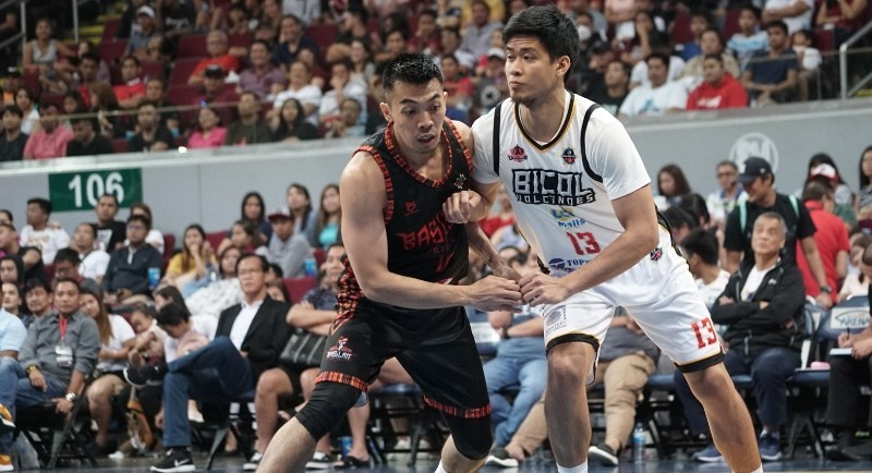 Bobby Balucanag of the Basilan Steel and JR Ontenggo of the Bicol Volcanoes jockey for position during a rebound play.