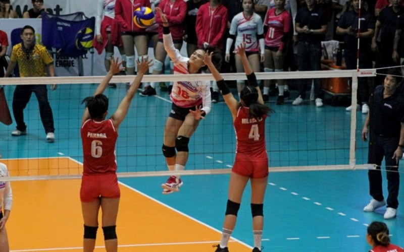 Thai import Kuttika Kaewpin steers Creamline to a Game 1 victory over PetroGazz in their Premier Volleyball League Season 3 Reinforced Conference finals. (Photo by Sports Vision)