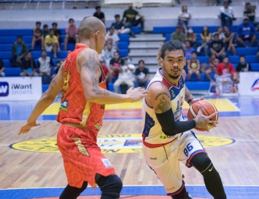 Mon Mabayo of the QC Capitals drives against Mark Yee of Davao Occidental. (MPBL photo)