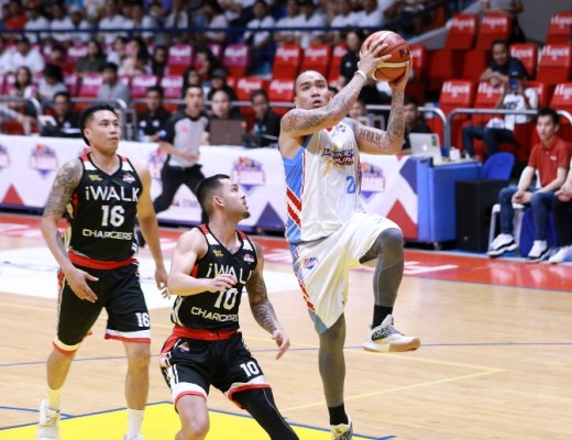 Eloy Poligrates drives towards the basket against Jasper Parker. (PBA Images)