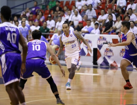 Eliud Poligrates guarded by Adrian Celada (PBA Media Bureau)