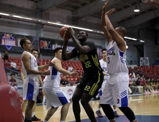 Pape Ndiaye guarded by Mark Tano. (PBA Media Bureau)