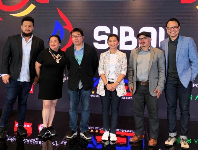 ESNAP Sec General Ren Vitug, Head of Channels Sienna Olaso, PSEU Manager Joebert Yu, PSEU Co-chair Jane Jimenez Basas, National esports Team Manager Alvin Juban and Global esports Director David Tse.