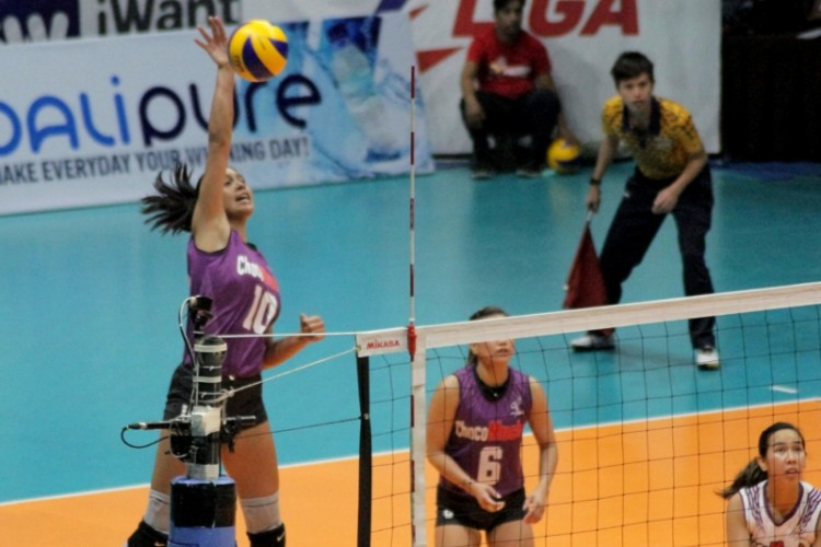 Kat Tolentino leads Choco Mucho's attack with her power hits