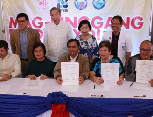 Contract signing participants (right to left) Cainta Mayor Johnielle Kieth Nieto, Former DOH Undersecretary and Mag -Pinggang-Pinoy® Tayo! 2019 Technical Working Group (TWG) Chairman Dr. Ethelyn Nieto, DOH CALABARZON Division Chief Dr. Noel Pasion, FNRI Science Research Specialist Ms. Jovina Sandoval, and APC Group President Tsutomu Nara. Also present are Technical Working Group Committee members (standing from right to left) Cainta Municipal Health Officer Dr. Edgardo Gonzaga, Nutritionist- Dietitian Ms. Fely Velandria, RND, MSc., Ajinomoto Director Mr. Andrew Ong and Health Marketing Specialist Mr. Joevin Eusebio.