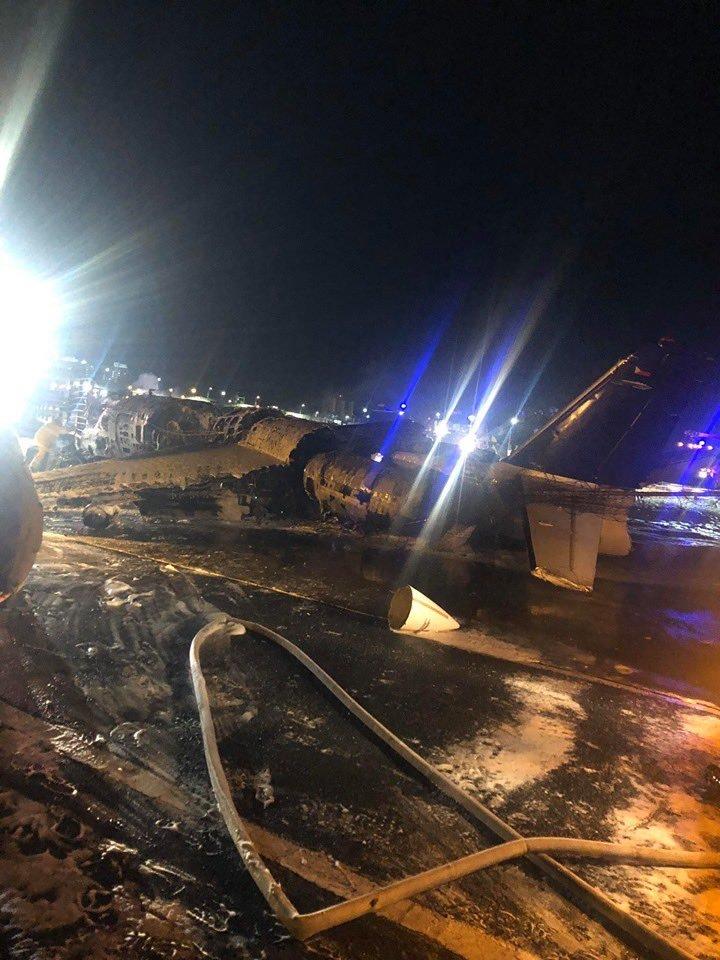8 dead in NAIA airplane crash