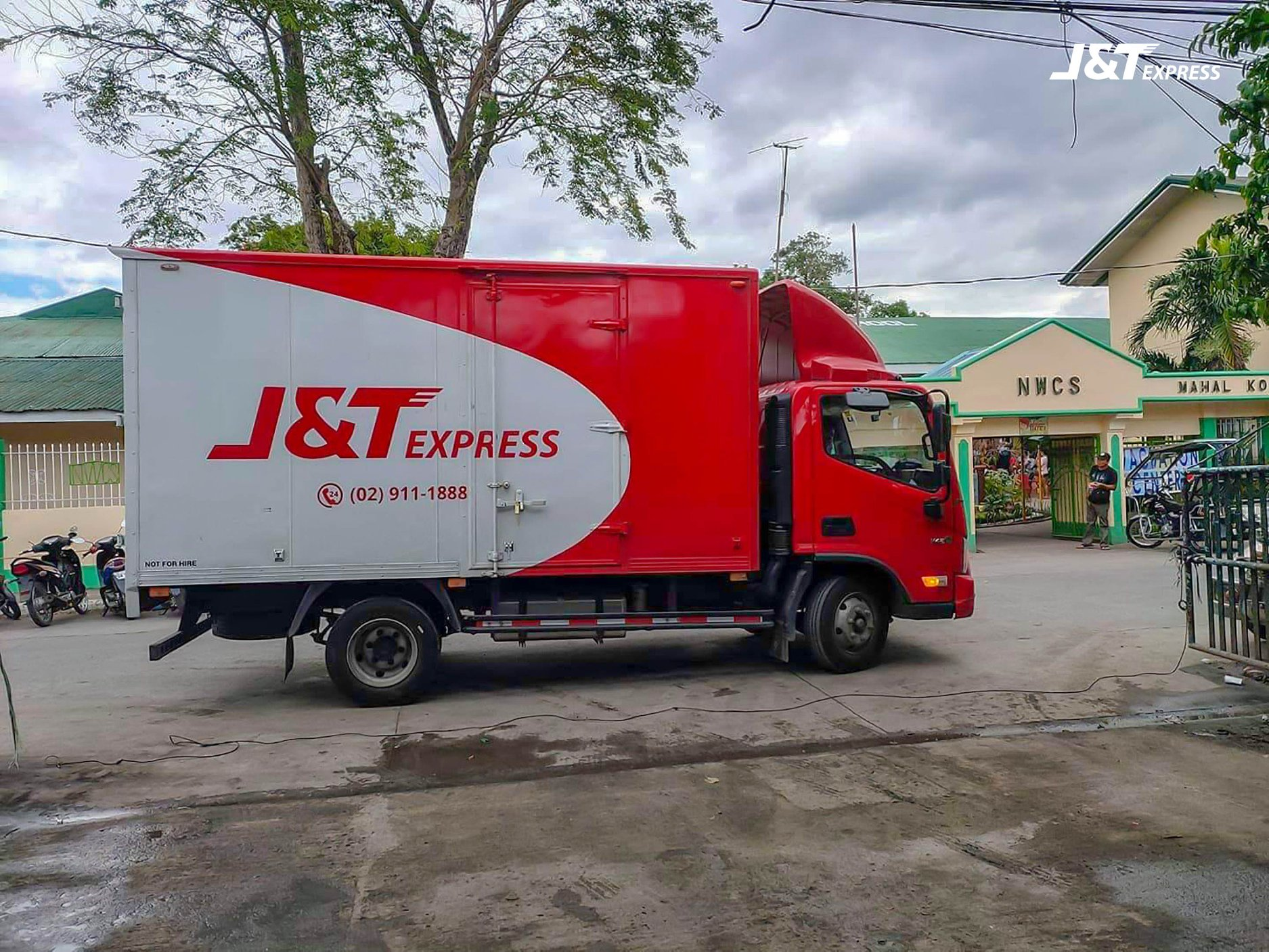 J&T Express help mobilize goods amid Manila community quarantine