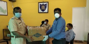 Hengtong India distributed face masks and hand sanitiser kits to the police officers [photo credit: Hengtong Group]