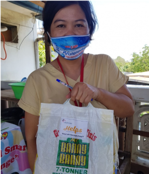 Holcim employees have distributed food and hygiene products to assist communities and government workers in Bulacan, Lugait and Iloilo fighting Covid-19