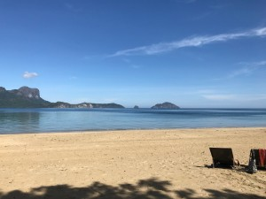 sandy beach [photo credit: Brian Yalung]