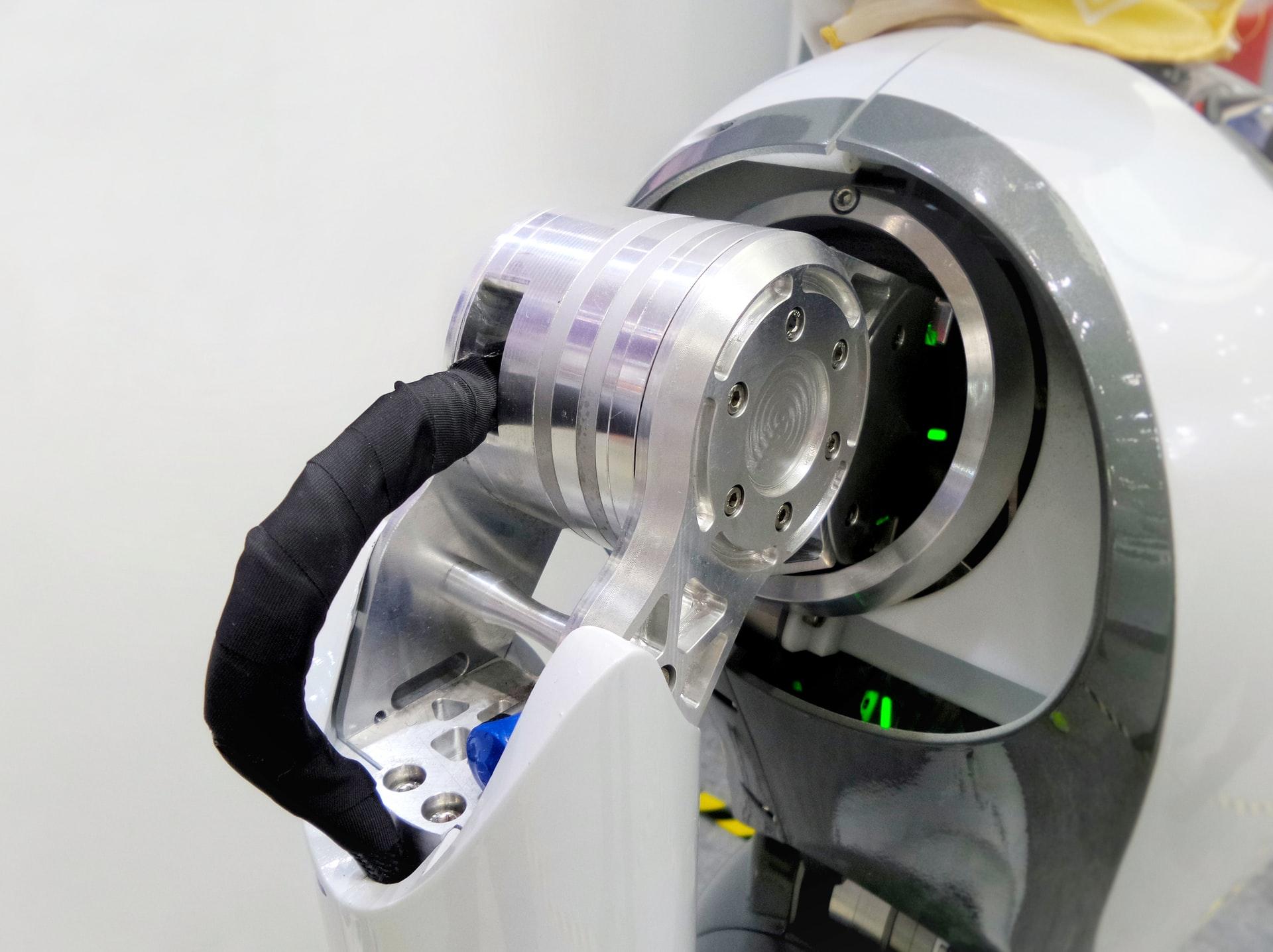 Robot helps Tunisia medics avoid infection from virus patients