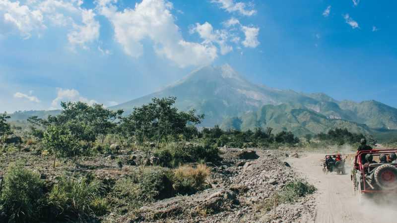 Indonesia's Mt Merapi erupts, spewing ash 6 km high