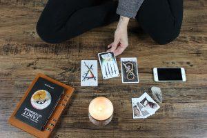 tarot cards, stargazers [Photo by Jen Theodore on Unsplash]